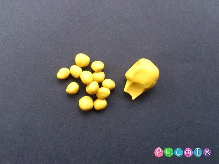 Как слепить грушу с плодами из пластилина - шаг 4