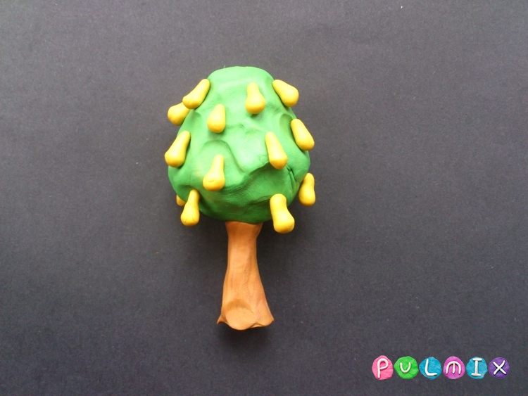 Как слепить грушу с плодами из пластилина - шаг 6