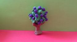 Как слепить дерево сливу с плодами из пластилина