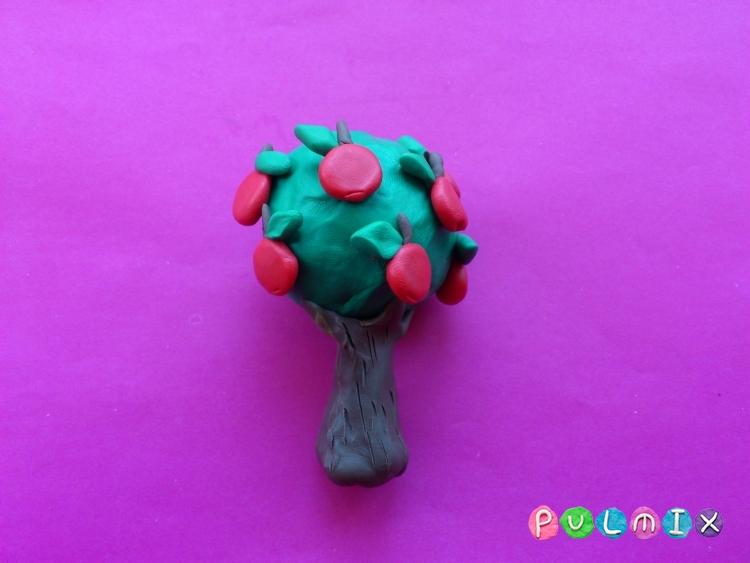Как слепить яблоню с плодами из пластилина - шаг 7