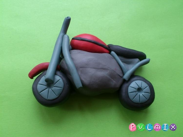 Как слепить мотоцикл из пластилина - шаг 7