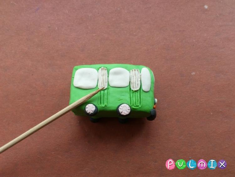 Как легко слепить троллейбус из пластилина фото урок - шаг 7