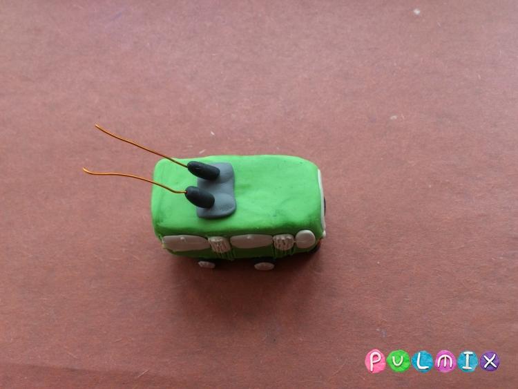 Как легко слепить троллейбус из пластилина фото урок - шаг 9