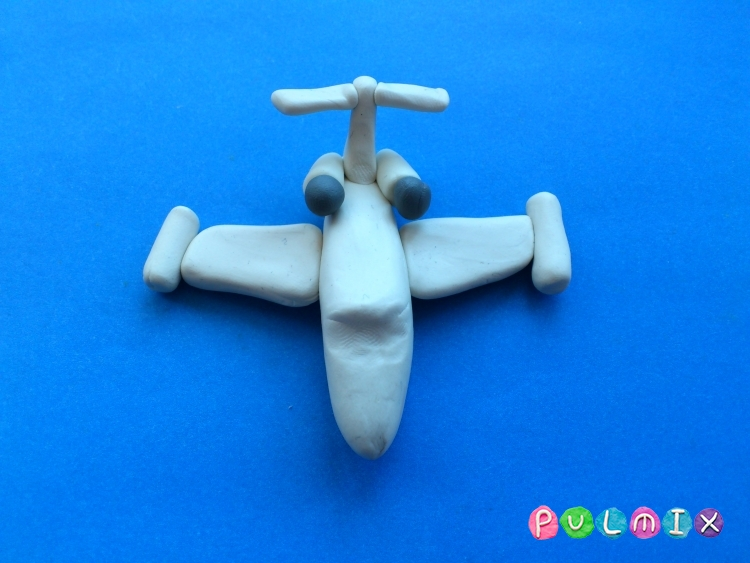 Как слепить игрушечный самолетик из пластилина поэтапно - шаг 7