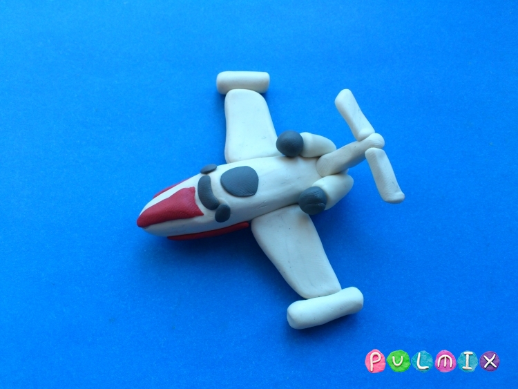 Как слепить игрушечный самолетик из пластилина поэтапно - шаг 9