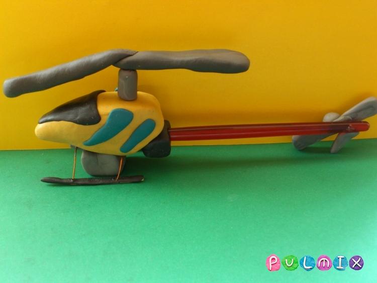 Как слепить игрушечный вертолет из пластилина - шаг 11