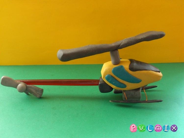 Как слепить игрушечный вертолет из пластилина - шаг 12