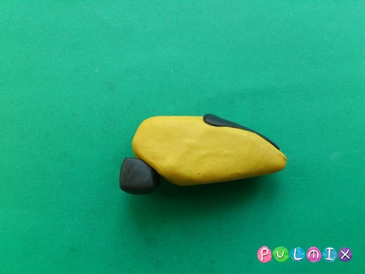 Как слепить игрушечный вертолет из пластилина - шаг 6