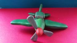 Как слепить игрушечный военный самолет из пластилина