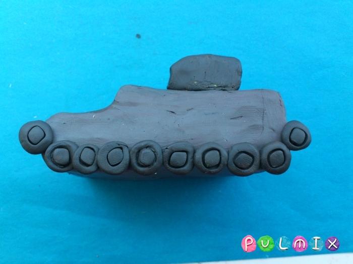 Как слепить танк Черчилль из пластилина поэтапно - шаг 8