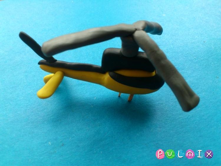 Как слепить вертолет-такси из пластилина - шаг 10
