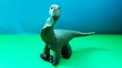 Лепим динозавра Брахиозавра из пластилина