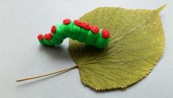 Как слепить гусеницу из пластилина своими руками поэтапно