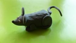 Как слепить мышку из пластилина пошагово