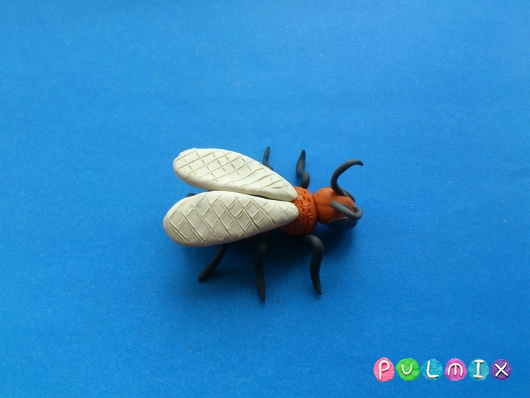 Как слепить пчелу из пластилина поэтапно - шаг 8