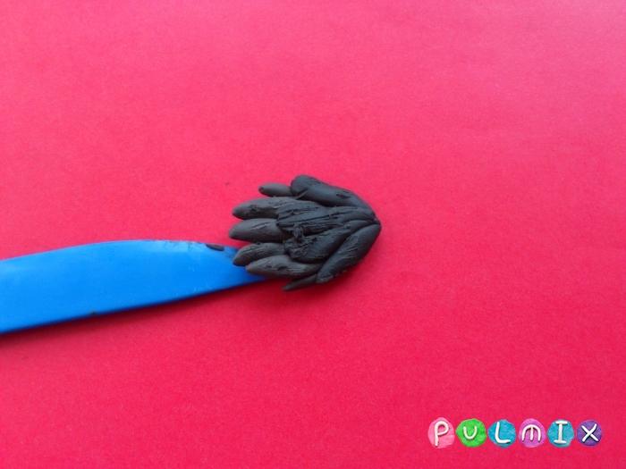 Как слепить ворону из пластилина поэтапно - шаг 7