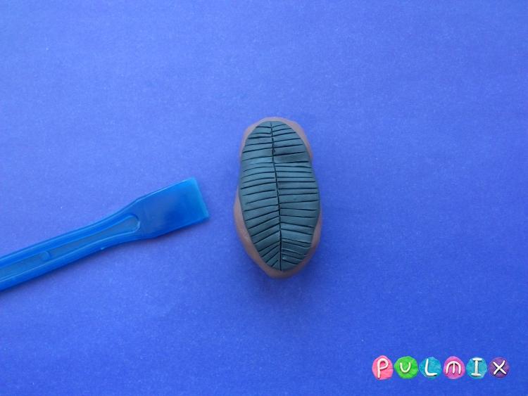 Как слепить жука из пластилина поэтапно - шаг 4