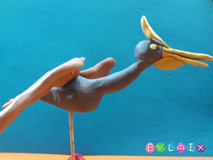 Лепим динозавра Птеродактиля из пластилина фото урок - шаг 12