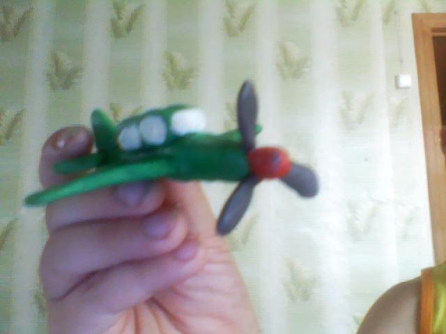 Как слепить игрушечный военный самолет из пластилина поэтапно