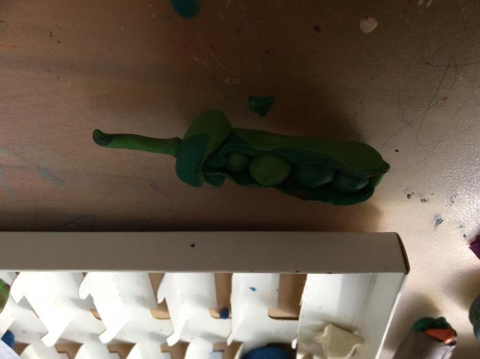 Лепка горошка для кукол из пластилина своими руками поэтапно